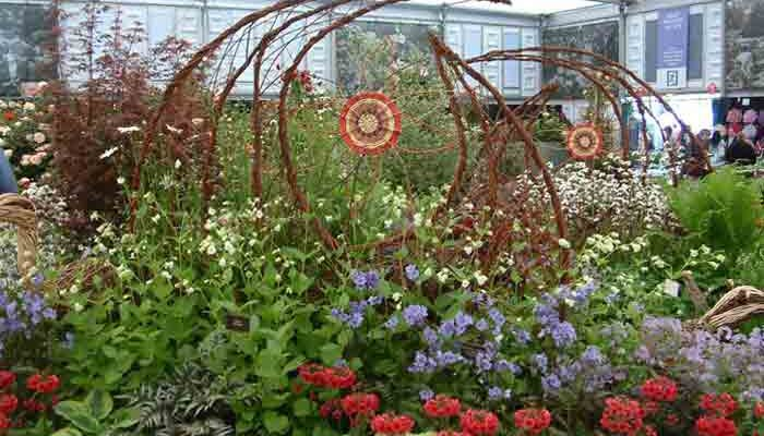 This year for Culm garden nursery i created two screens that were stylised interlocking leaves with a simple flower in each centre plus there were two badgers peering from the beautiful planting and to top it off there was a heron.Needless to say, the whole stand recieved another GOLD award!