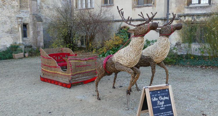 These reindeer were made for the national trust property, Lacock Abbey,  in Wiltshire. The two reindeer pulling the sleigh were designed so that they seem to be just taking off to the sky.  The sleigh was made to be able to fit two people at a time in it and[...]