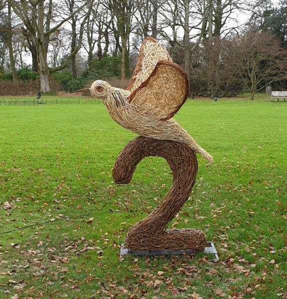 willow sculpture of two turtle doves