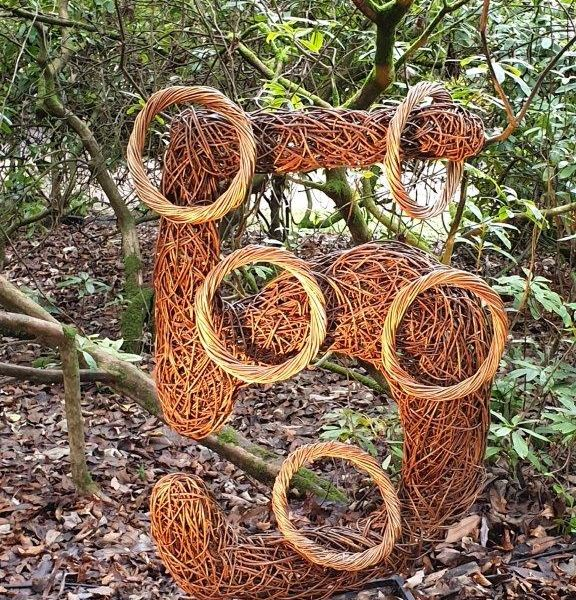 willow sculpture of 5 gold rings