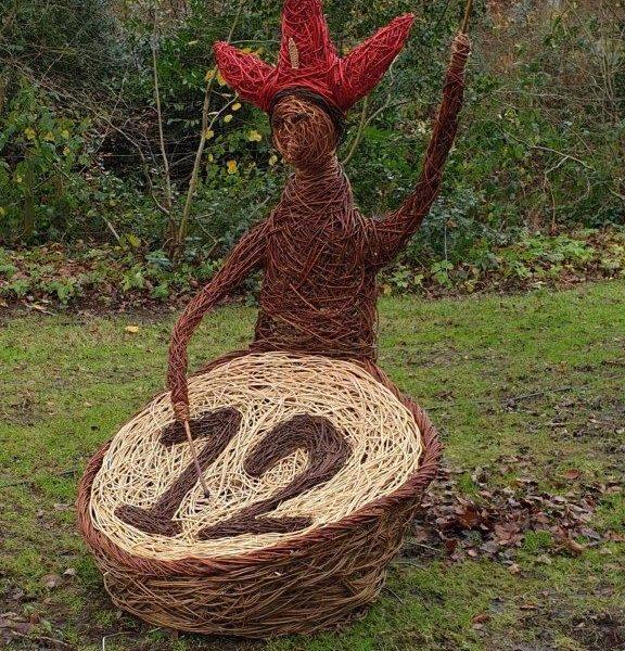 willow sculpture of Twelve drummers drumming